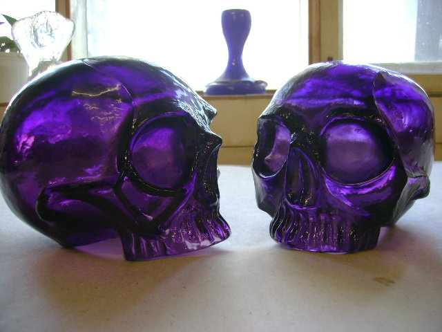 Artwork >> Bust Glass >> Blown glass skulls