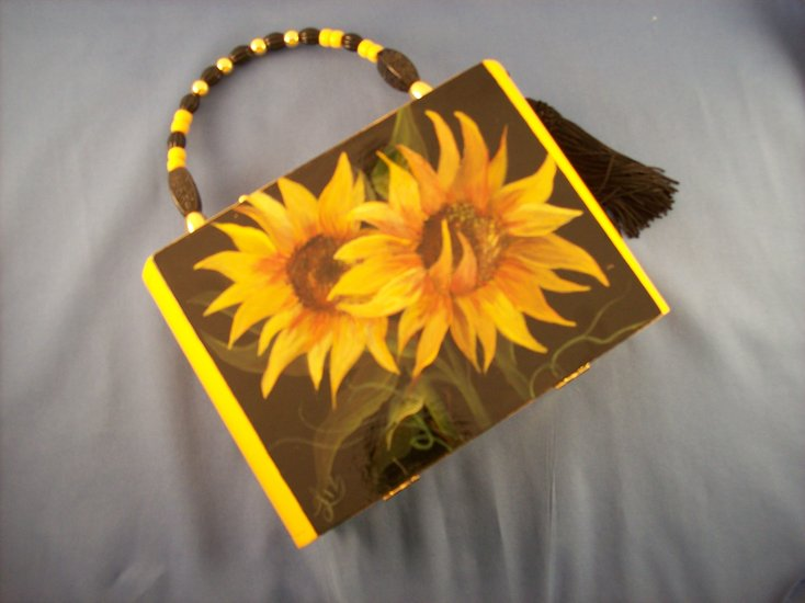 Artwork >> Cigar Box Purses >> Sunflowers
