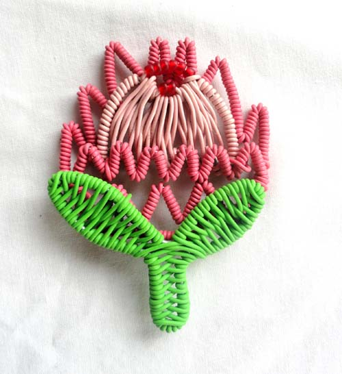 Artwork >> Oscar Nyathi >> FLOWER BROOCH